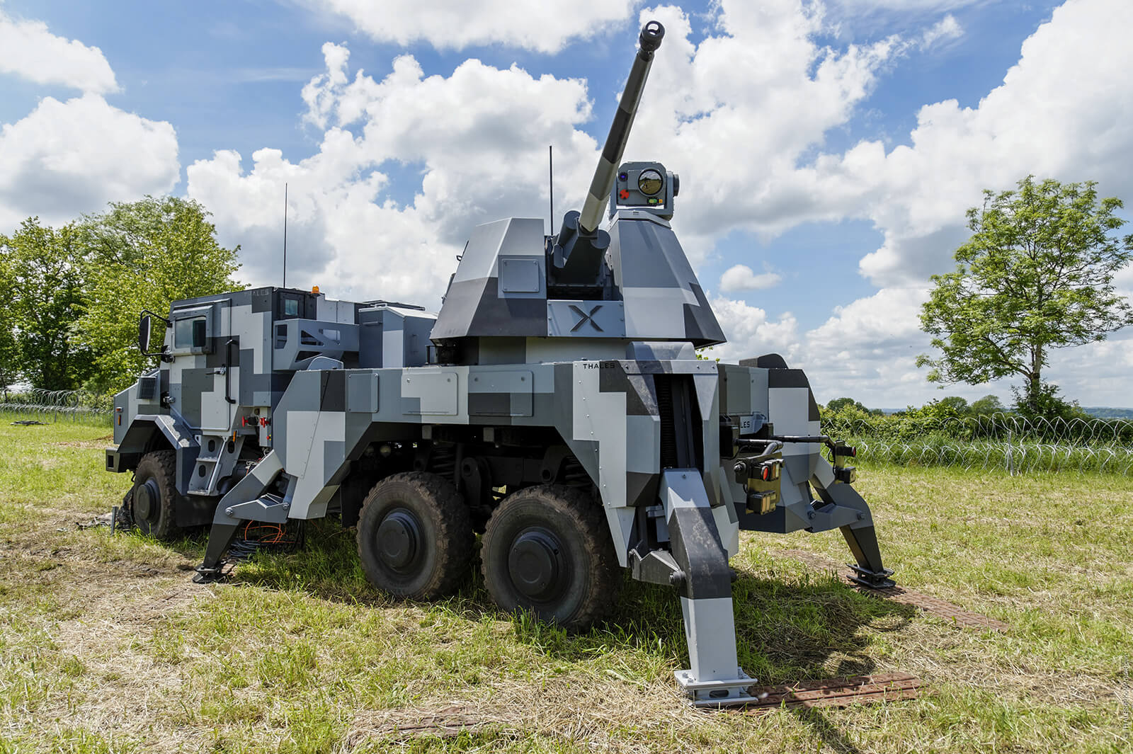 jamming drones with Thales Eurosatory 2018 on Thales Eurosatory 2018 further The U S Armys Laser Armed Stryker Has Blasted Dozens Of Drones moreover Watch further Army Jamming Gun Isis Drones furthermore Dedrone Drone Detection System Now Jammer.