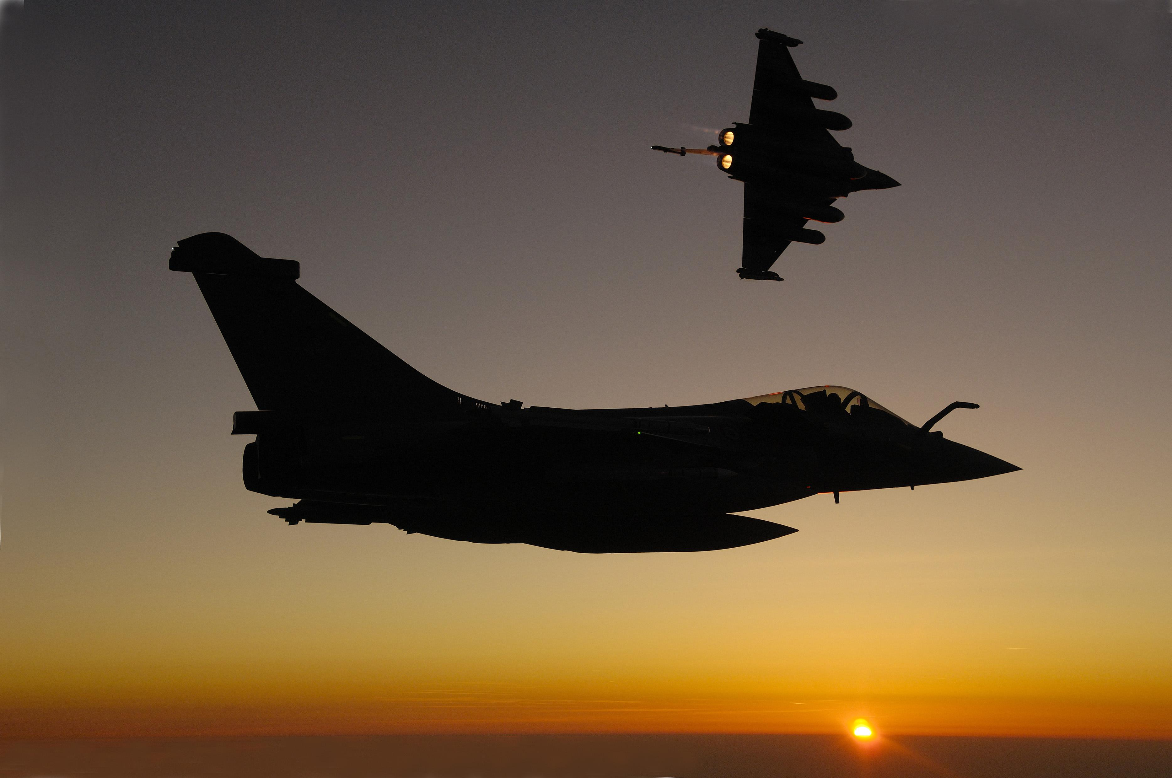 Rafale C and Rafale B in flight - Thalesgroup