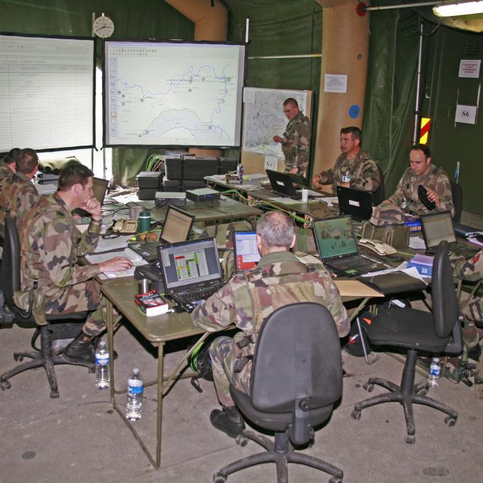 Soldiers in the Joint Intelligence Center - Thalesgroup
